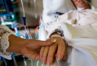 My Mom is Critically Ill in the ICU. How Long Can She Safely Be Intubated Before Risking Everything?